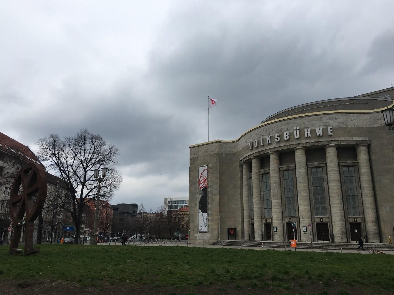 ①ローザ・ルクセンブルク広場